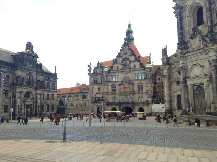 Театральная площадь (Theaterplatz) –  визитная карточка Дрездена, сердце Старого города.