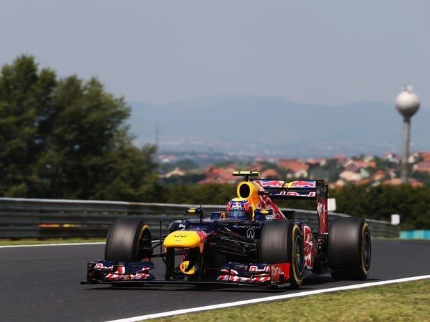 Depois de um rendimento abaixo do esperado na sexta-feira, quando ficou muito distante do pelotão de frente, com o 14º melhor tempo do dia, o australiano Mark Webber, da Red Bull, mostrou força e liderou o terceiro e último treino livre para o Grande Prêmio da Hungria, na manhã deste sábado  Foto: Getty Images