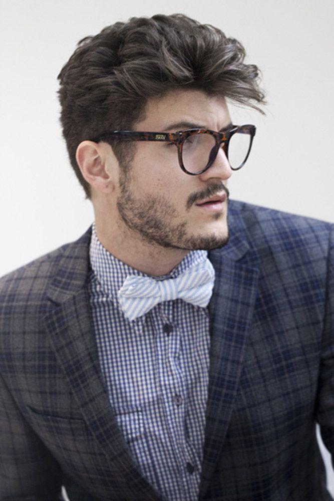 """Hipster: homens que ficam longe do visual """"mainstream"""", ou seja, a moda que todo mundo gosta e usa. O cabelo tem um corte mais marcado nas laterais. Na parte superior, os fios foram aparados com tesoura, sem desfiar. Jacques Janine faz uma homenagem à beleza masculina"""