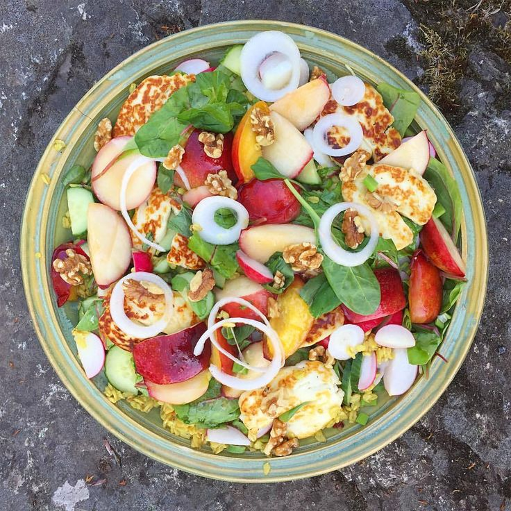 "635 gilla-markeringar, 9 kommentarer - Food for inspiration (@food4inspiration) på Instagram: ""Summer salad💛 Grilled nectarines, halloumi cheese, walnuts, spring onion, fresh spinach, radishes,…"""