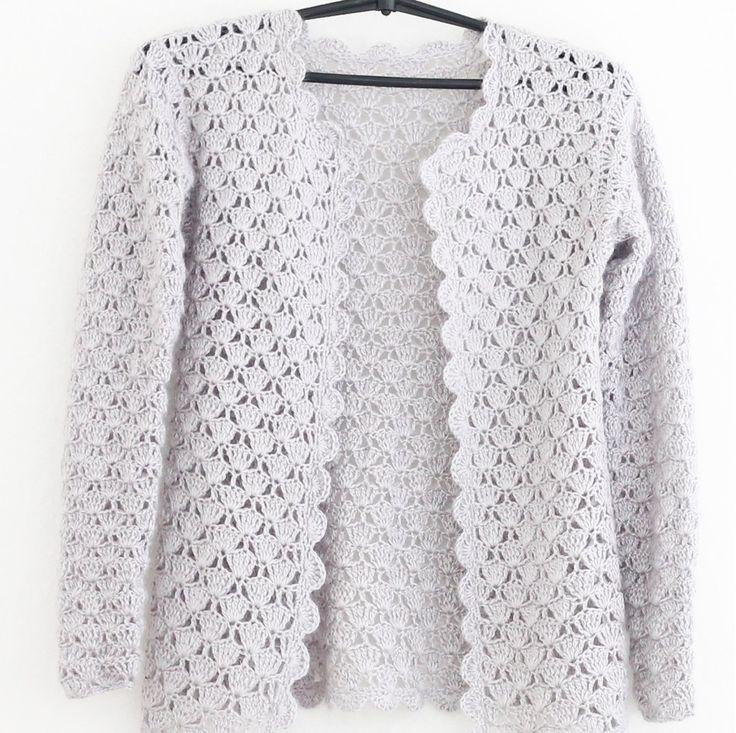 Кардиган #жемчужно-серый связан крючком из мохера, в котором есть шерсть и акрил. Модель выглядит изящно. Жемчужный отблеск сообщает пряже особую благородность, не делая серую вещь серо-серой  #жакет #ручнаяработа #вязаныйжакет #вязаниеназаказ #инстаграмдня  #womenstyle #instacrochet  #fashion #outfit #clothes #look #amazing #girl #stylish ярмаркамастеров #татарстан #wooljacket #jacketseason #handmadefashion #handmadeclothes #handmadeloves #cardiganweather #сardiganlover#crochet…