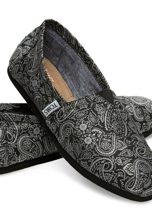TOMS Exclusive! The subtle paisley print on this Seasonal Classic makes it wearable from day to night.