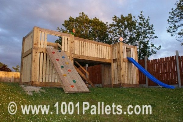 4728651932 ee2f4af3c1 z 600x401 Pallets Playhouse in pallet outdoor project  with Playhouse Pallets