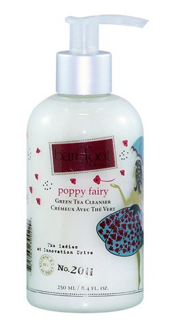 This mild plant-derived wash creates a rich, luxurious lather that cleans without stripping or drying.