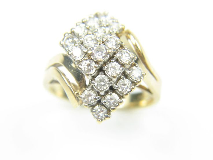 Ladies 9carat 9ct gold clear stoned, very unusual dress ring. Size Q 1/2-7.3g