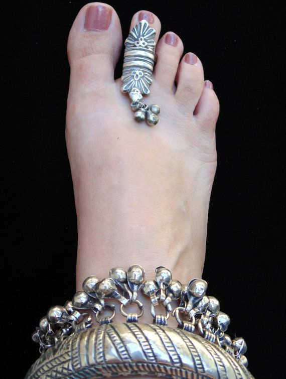 R0637 Antique Rajasthani Tribal Silver Toe Ring