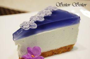 Tarta de queso y violetas. Una receta con caramelos de violeta