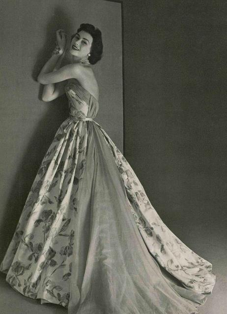 Pierre Balmain 1953. L'officiel de la mode