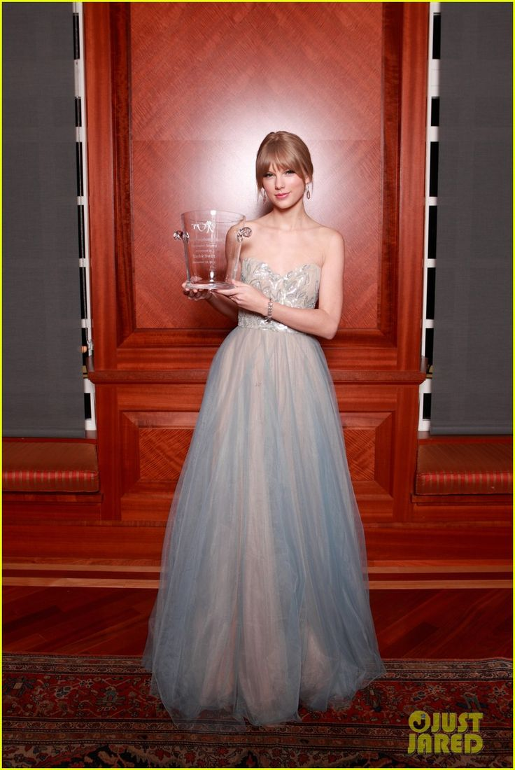 Taylor Swift: Nashville Symphony Ball!
