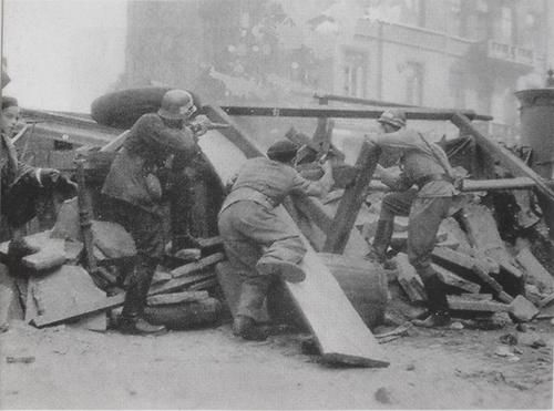 Warsaw Uprising 1944 Behind the barricade in the Warsaw Uprising.