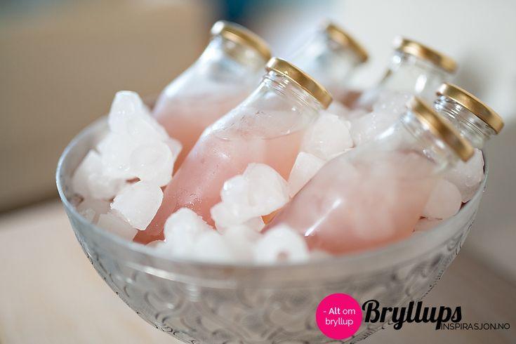 Oppskrift på Rosa lemonade   Rosa lemonade er deilig forfriskende på varme sommerdager, vi gir deg oppskriften!