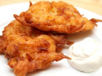 Csillagtök tócsni recept: Ez a hamis tócsni recept könnyebb és kevésbé zsíros, mint az eredeti krumplis változat. Sóval és borssal ízesített tejföllel kínáljuk!