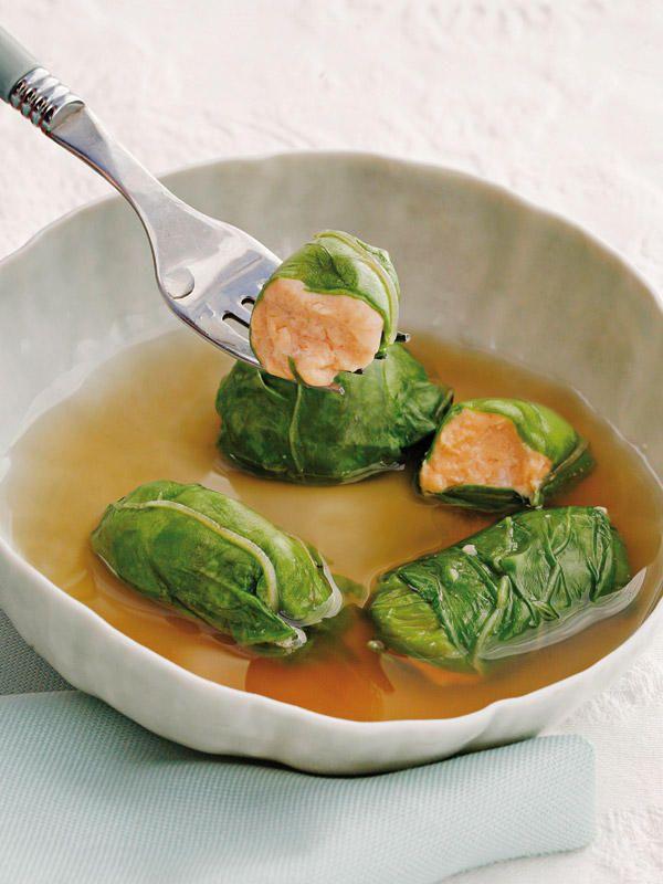 Cocinar ligero y sabroso no es un sueño. (Receta) Trozos de  Salmón envueltos en Acelga. http://www.recetasparaadelgazar.com/2014/08/trozos-de-salmon-envueltos-de-acelga/