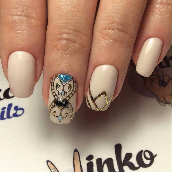 Nails of a medium length for this option of a manicure best of all to saw in semi-square shape, or give them an oval shape. Cover all the nails by the base