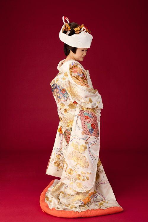 Luxurious silk wedding kimono (uchikake), decorated with large fans. About 1940-1960, Japan