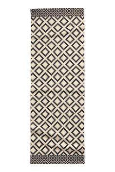Tapis en coton noir et beige 70X200 environ 30€: Tapis rectangulaire de couloir en coton tissé chez HetM Home