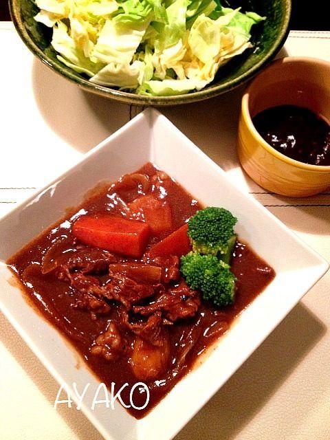 牛肉の塊肉を使わずに、子供が食べやすく、火のとおりも早い牛バラ切り落とし肉で。 - 11件のもぐもぐ - ビーフシチュー&味噌ディップキャベツ by alohayako