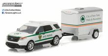 Greenlight 1:64 Hitch & Tow Series 7 2015 Ford Explorer NYC Parks and Small Cargo Trailer