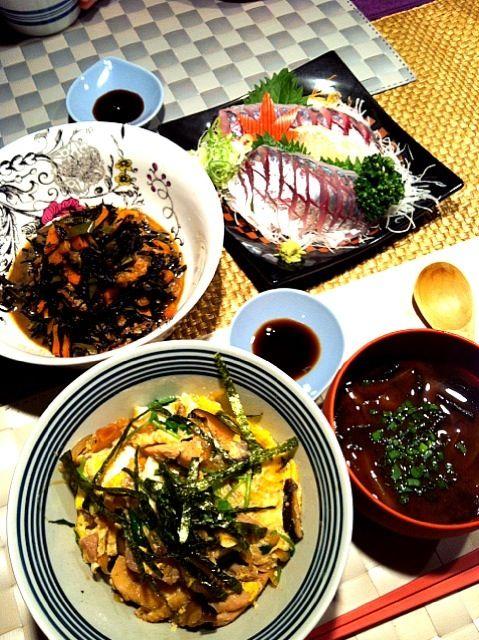 親子丼 鯵のお刺身 ひじき煮 大根とわかめのお味噌汁 - 10件のもぐもぐ - 親子丼の献立 by RIESMO
