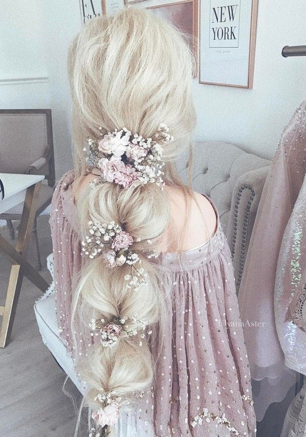 Credits: Hairstyle from Ulyana Aster