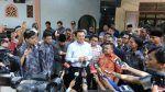 Pengusaha Aceh: Keji FOBA mengundang terdakwa penoda agama di acara maulid   JAKARTA (Arrahmah.com)  Sejumlah warga Aceh di Jakarta memprotes keras tindakan panitia mengundang terdakwa penoda agama Basuki TP (Ahok) pada acara Maulid Nabi Muhammad Shallalahu alaihi wa Sallam di Asrama Mahasiswa Aceh Fund Oentoek Bantoean Atjeh (FOBA) Jakarta Selatan Ahad (5/3/2017).  Seorang pengusaha muda Aceh di Jakarta Teuku Azril mengutarakan kepada redaksi Arrahmah.com.  Itu perbutan keji tentu saya…