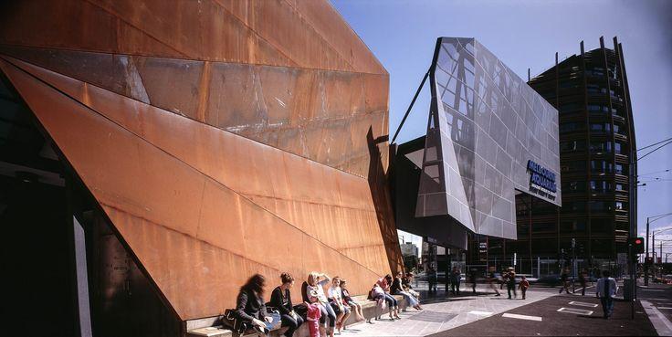 Peddle Throrp - Melbourne Aquarium & Antarctic Exhibit, Melbourne