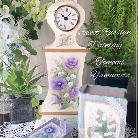オリジナル ロシアンペインティング。 小さなブック型ボックスにはスズランとオダマキ、置き時計にはアネモネとスノードロップ。 #トールペイント#時計#春#花#アネモネ#スズラン#小箱#グリーン#パープル #tolepainting#tolepaint#clock#box#anemone#snowdrop#indoorplants#green#purple
