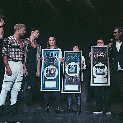 Disco Diamante por Reggaetón Lento Disco Platino & Oro por Hey DJ Disco Platino por Primera Cita  #CNCOenMexico