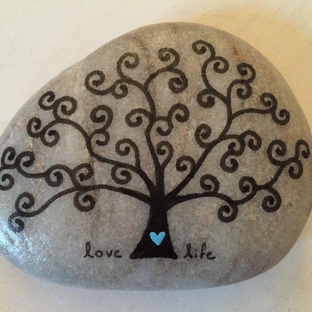 Painted rock tree design                                                       …                                                                                                                                                                                 Más