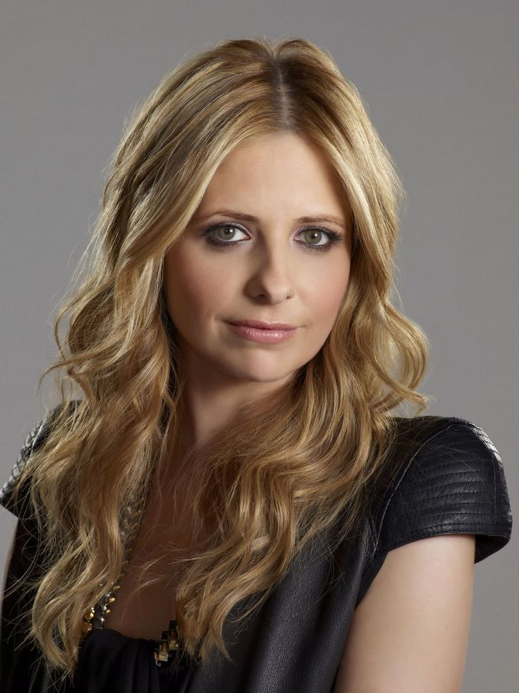 Sarah Michelle Gellar - she still looks exactly the same very beautiful