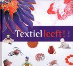 Na haar eerste boek 'Vilten is voor mij' heeft Ellen Bakker het deze keer groter aangepakt. Het formaat van het boek is groter en er staat nog meer in. Dit boek is een schatkamer van de Nederlandse textielwereld, waarbij er op elke pagina weer iets nieuws te ontdekken valt.