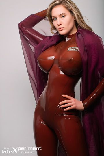 Rubber und latex girls