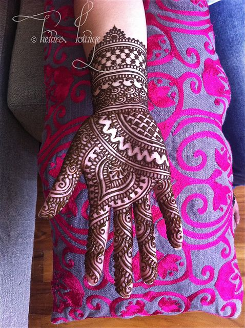Traditional style palm by HennaLounge, via Flickr