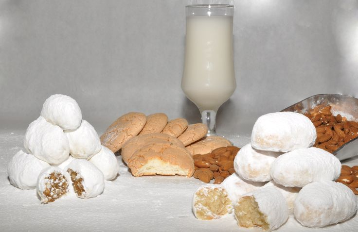 kalsounia, pastitsakia, soumada (traditional refreshment from bitteralmond), amygdalota, καλσούνια, παστιτσάκια, σουμάδα (παραδοσιακό αναψυκτικό), αμυγδαλωτά,   visit us at www.kallivroussis.gr, andros