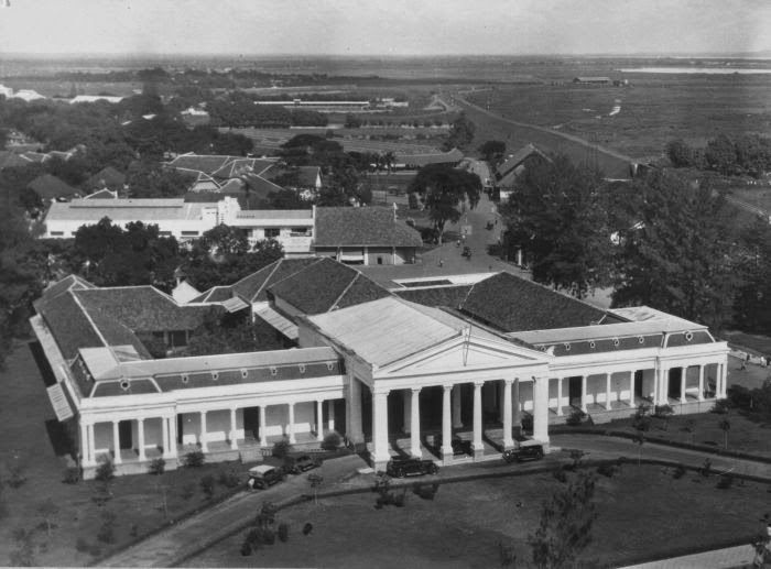 Raad van Justitie (Pengadilan Tinggi, di Jalan Pahlawan sebelum hancur terkena bom sekutu) 1940-1945