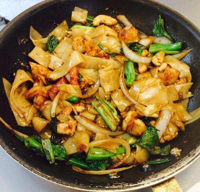 Drunken noodles with chicken | Run Cook Eat Repeat Paleo