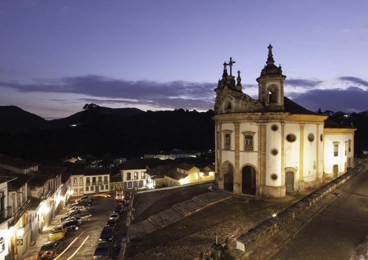 OURO PRETO - Patrimônio Histórico Mundial. Sua importância é regida por sua relevância no cenário da arte colonial brasileira, pela expressão de sua história e pelo excepcional acervo cultural que preservou.
