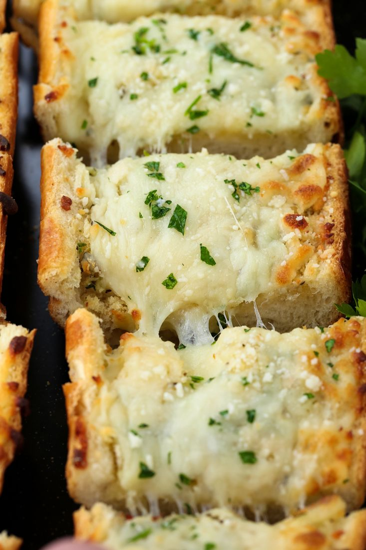 This Easy Cheesy Garlic Bread Is One Of Our Favorite Pasta Sides Garlicbread Sidedish Recipes Cheesy Garlic Bread Homemade Garlic Bread Garlic Cheese Bread