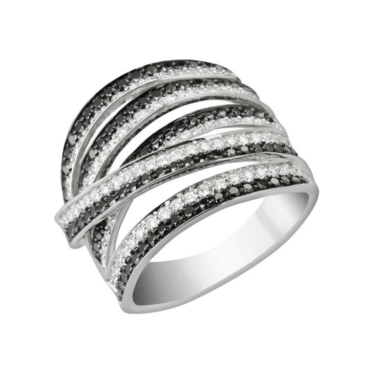 #oro #anillo #sortija #joya #diamante #borneojoyas #joyeria #lujo Sortija de oro blanco con diamantes blancos y negros, y con un peso total de diamantes de 1,42 Quilates