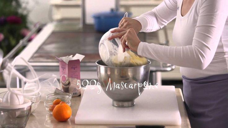 Cupcakes backen und Topping auftragen, das Rezept für die Cupcakes und Toppings  und viele weitere köstliche Rezepte findet ihr auf unserer Webseite www.wiener-zucker.at