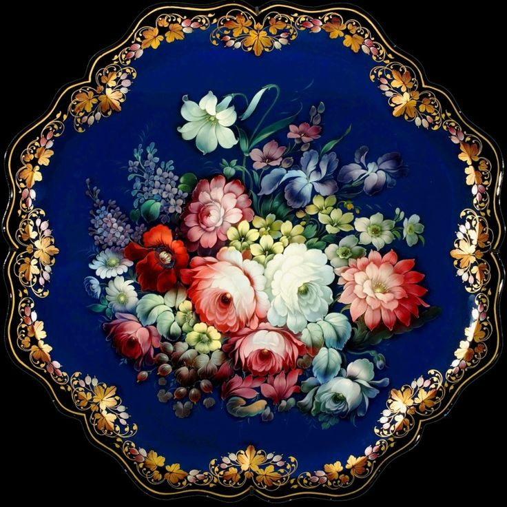 This Zhostovo tray MUST have been painted by a master painter! Sigh. Look at the fine brushwork on the border! Enlarge for the best view.