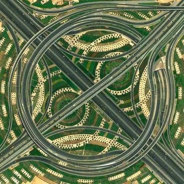 Развязка Так соединяются три главные дороги. Дубаи.
