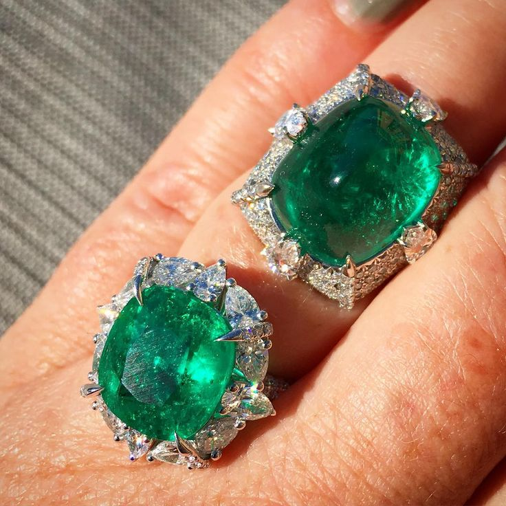 18 carats of emerald goodness from Valani. Which do you like better? I'm leaning towards the sugarloaf cabochon.