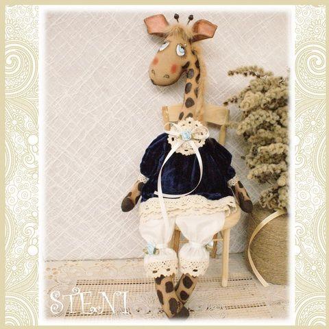 Винтажная жирафа, с легким ароматом кофе и корицыТекстильная авторская игрушка украсит ваш интерьер и будет оригинальным запоминающимся подарком .Сидит с опорой. Сзади есть петелька, за которую можно повесить игрушку на стену.Выполнена по авторской выкройке******************************СДЕЛАЮ НА ЗАКАЗ.срок исполнения заказа 3 дня