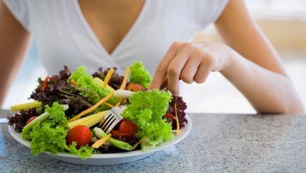 Why Gwyneth Paltrow's Carb-free Diet Makes Sense - http://www.yourwellness.com/2013/04/why-gwyneth-paltrows-carb-free-diet-makes-sense/