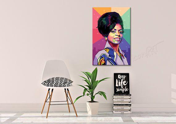 Ein Emotionales Geschenk Für Deine Eltern/Großeltern (Geboren Ca. 1946-1964) und Freunde. Portrait Diana Tribute to Diana Ernestine Earle Ross  Diana Ernestine Earle Ross gehört zu den erfolgreichsten amerikanischen Sängerinnen der Musikgeschichte. Ferner ist sie auch als Musikproduzentin und Schauspielerin in Erscheinung getreten. Sie prägte als Frontsängerin der Girl Group The Supremes die Soul- und Popmusik der 1960er Jahre sowie die Plattenfirma Motown. Mit sechs Nummer-eins-Hits all...