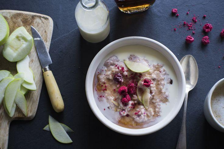 Creamy coconut porridge with apple & maple