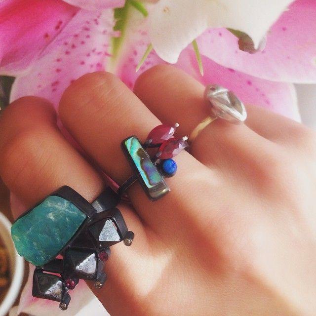 Anel Amazônita #Ethnix + Anel Concha Abalone #undertheseaglacial + Anel Bugs Life #bugslife  #mariahrovery #jewelry  || 11.94487-3737 ||