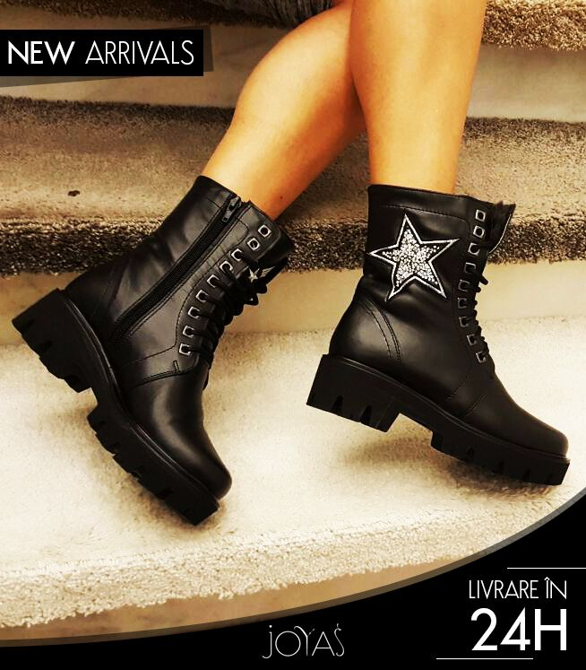 A pair of fur lined boots in black shade are versatile and perfect for winter @j