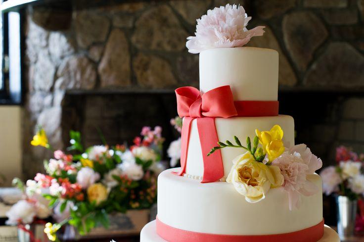 Photo by Jessie Mary Photography #Wedding #Cake #Flowers #Ideas